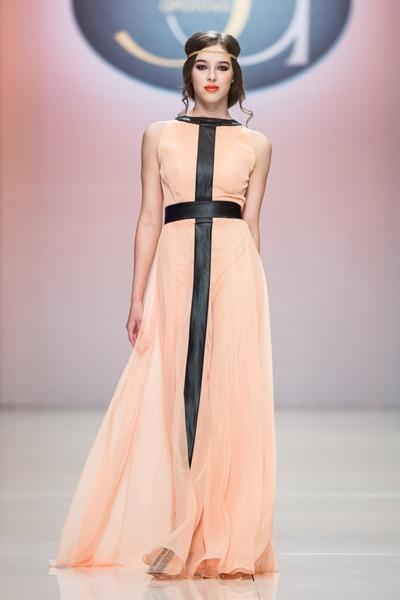 bcf94a6a890d В рамках Недели моды в Москве дизайнер Элеонора Амосова представила новую  коллекцию.
